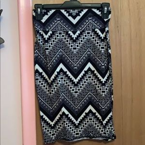 Black and white patterned, knee high pencil skirt